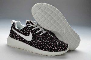 Daftar Harga Sepatu Nike Terbaru – Menjalani Rutinitas Sehari hari  merupakan hal yang sudah biasa kita lakukan. Namun dalam hal ini kita juga  harus ... 59e90063d7