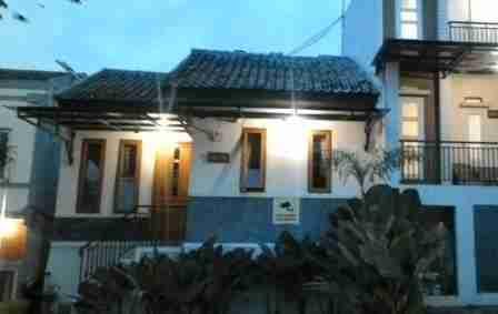 Villa Baverly Lembang Bandung