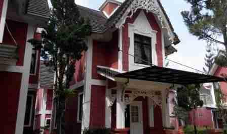 Villa Murah di Puncak Zevannya Villa Victorian Kota Bunga