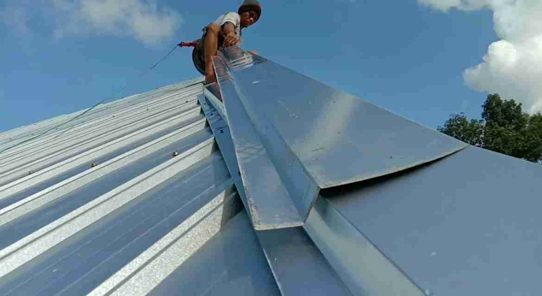 Langkah Mudah Pasang Atap Spandek